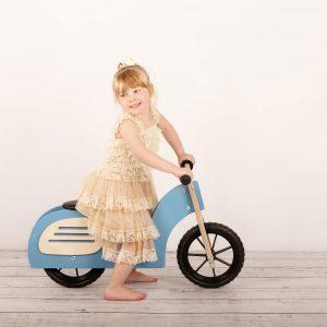 Moto correpasillos de madera es perfecta para ayudarle a tu peque en primeros pasos como ciclista es un regalo perfecto para navidades o regalo reyes magos