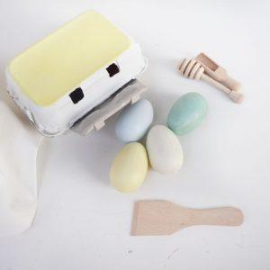 huevos de madera + huevos de juguete + juguetes de madera + juguetines