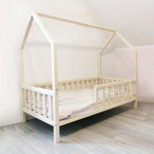 Cama casita montessori ideal para los pequeños ademas decora la habitación infantil