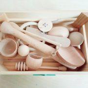caja tesoros montessori ideal para el desarrollo habilidades motoras finas, independencia y creatividad de los bebes