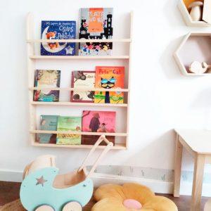 estanteria Montessori para libros es una estantería infantil ideal para los espacios infantiles