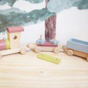 tren de madera es un juguete de madera ideal para los pequeños exploradores para desarrollar su motricidad fina y a la vez decorar la habitacion infantil