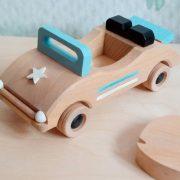 cabriolet de madera es un coche de madera ideal para jugar y decorar la habitación infantil